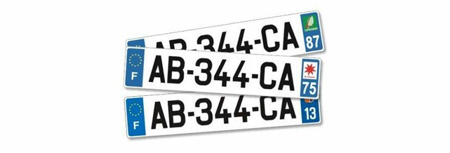 Plaques en plexiglas et en aluminium